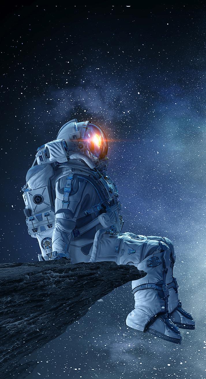 Astronaut blickt in die Ferne